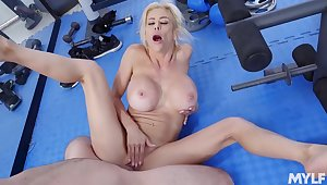 Cougar mom gets laid at the gym nearby a younger stud