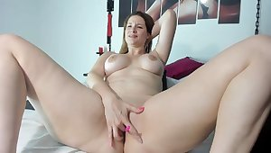 Live webcam show extra-hot busty mature