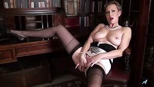 Adorable cougar Mrs Huntingdon Smythe drops her panties to play