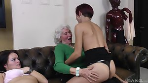 Two boyhood crew up to lick wet pussy of a dirty mature at home