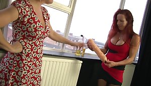 Marvelous Wendy knuckles and tastes her connect with